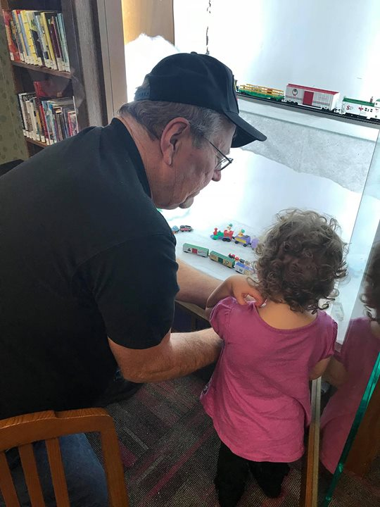 Chuck from the Southern Indiana Model Railroaders Association had some help setting up their display...